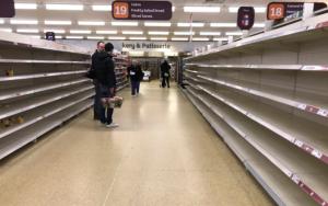 Az ellátási láncok megszakadtak, és különböző árucikkekből készlethiány lépett fel, amely tovább rontotta a koronavírus befektetési hatásait is.
